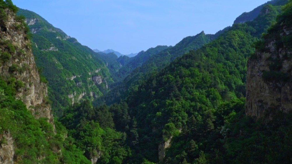 保定涞源县地处太行山、恒山、燕山交接处,这里群山环绕
