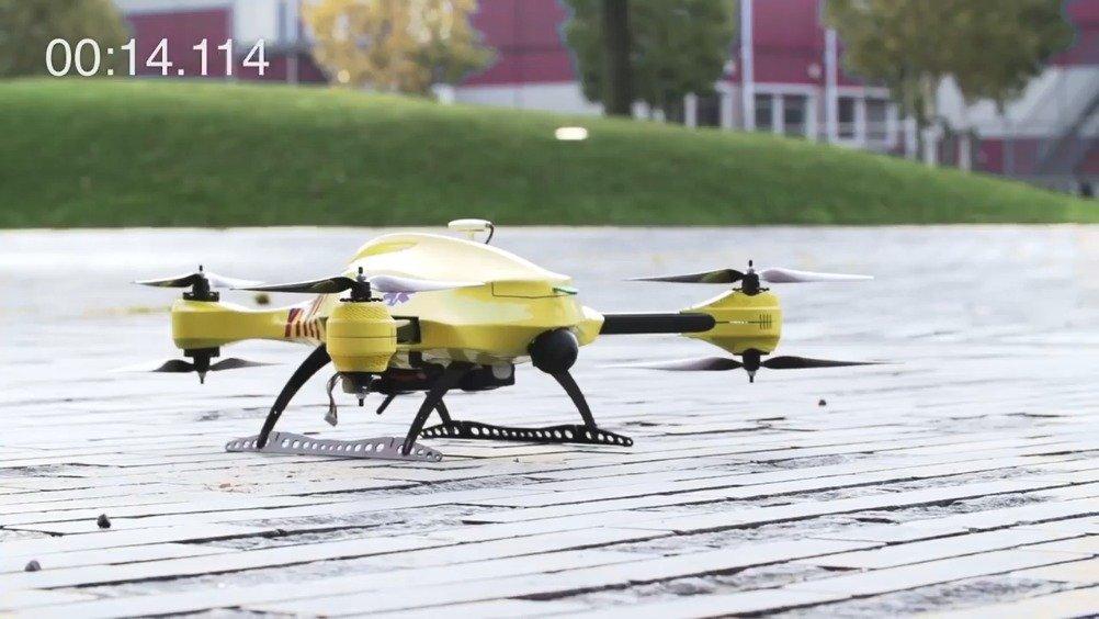 荷兰一公司做的医疗急救救护无人机,它能用集成的除颤器挽救生命