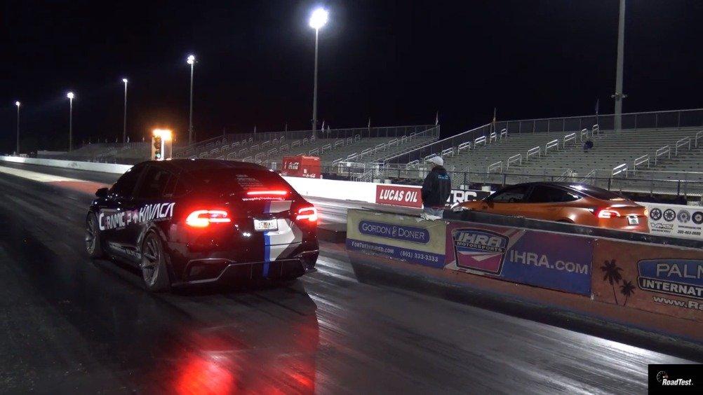 直线加速对决:特斯拉Model 3 Performance vs Model X