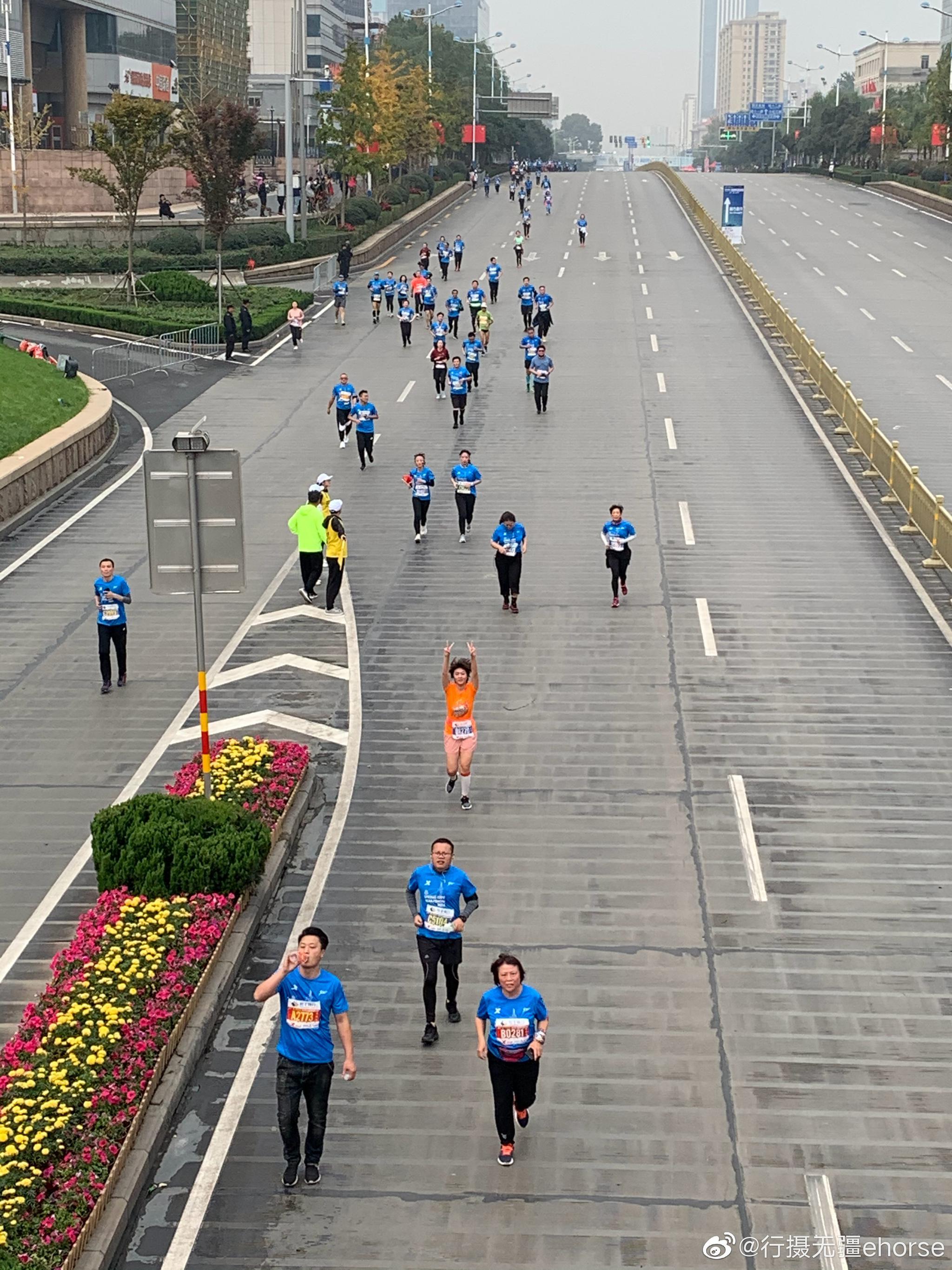 今天上午7:30,2019泉城(济南)马拉松鸣枪开跑