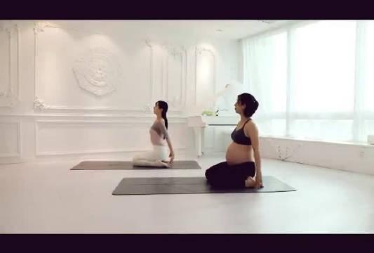孕中期孕晚期孕妇瑜伽