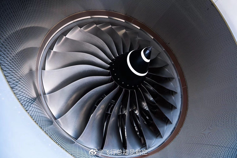 铼被广泛应用于喷气式发动机和火箭发动机,全球约80%的铼用于生产航空发动机,其在军事战略上的意义不言而喻。美国是最大的铼金属消费国,控制着全球销售市场,一直处于垄断地位,而近年来,中国探测到储量达176吨的铼,并成功攻克铼的提纯技术,突破了国外的封锁。