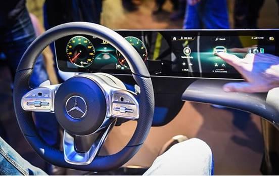 都有哪些汽车品牌布局了横贯中控大屏,会成为主流吗?