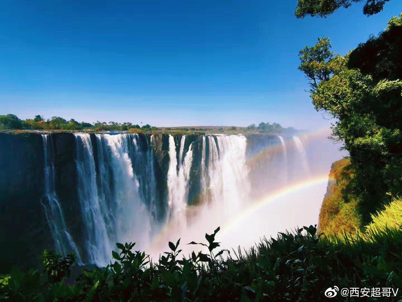 一不小心就去了赞比亚,没有水的维多利亚瀑布...