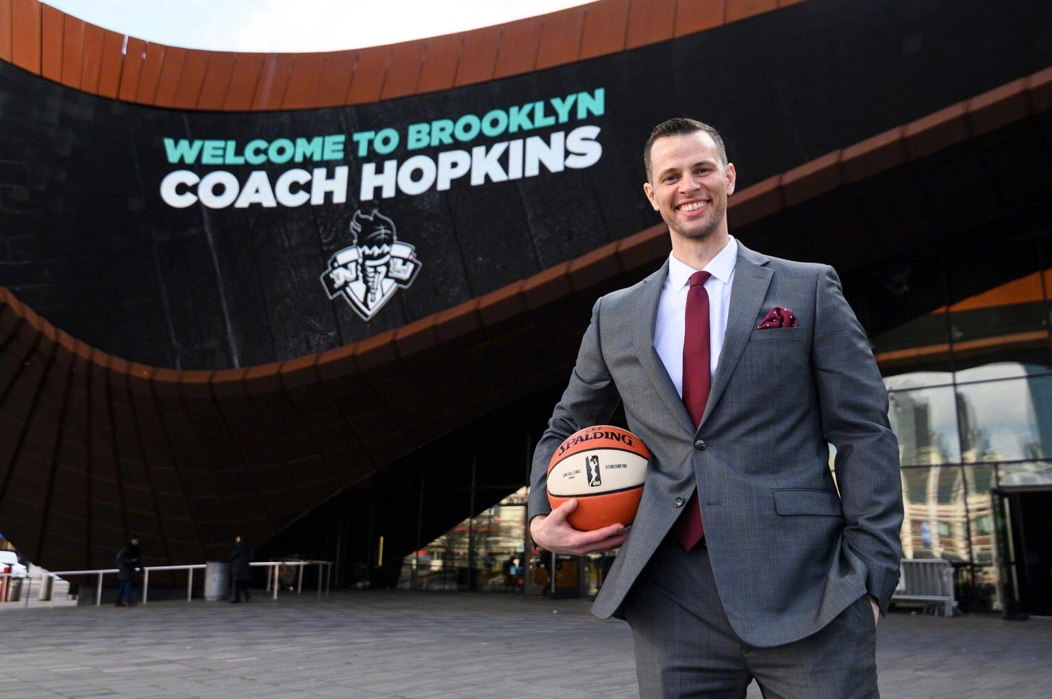 我们WNBA纽约自由人的小姐姐们迎来新教练~欢迎沃尔特-霍普金斯总教