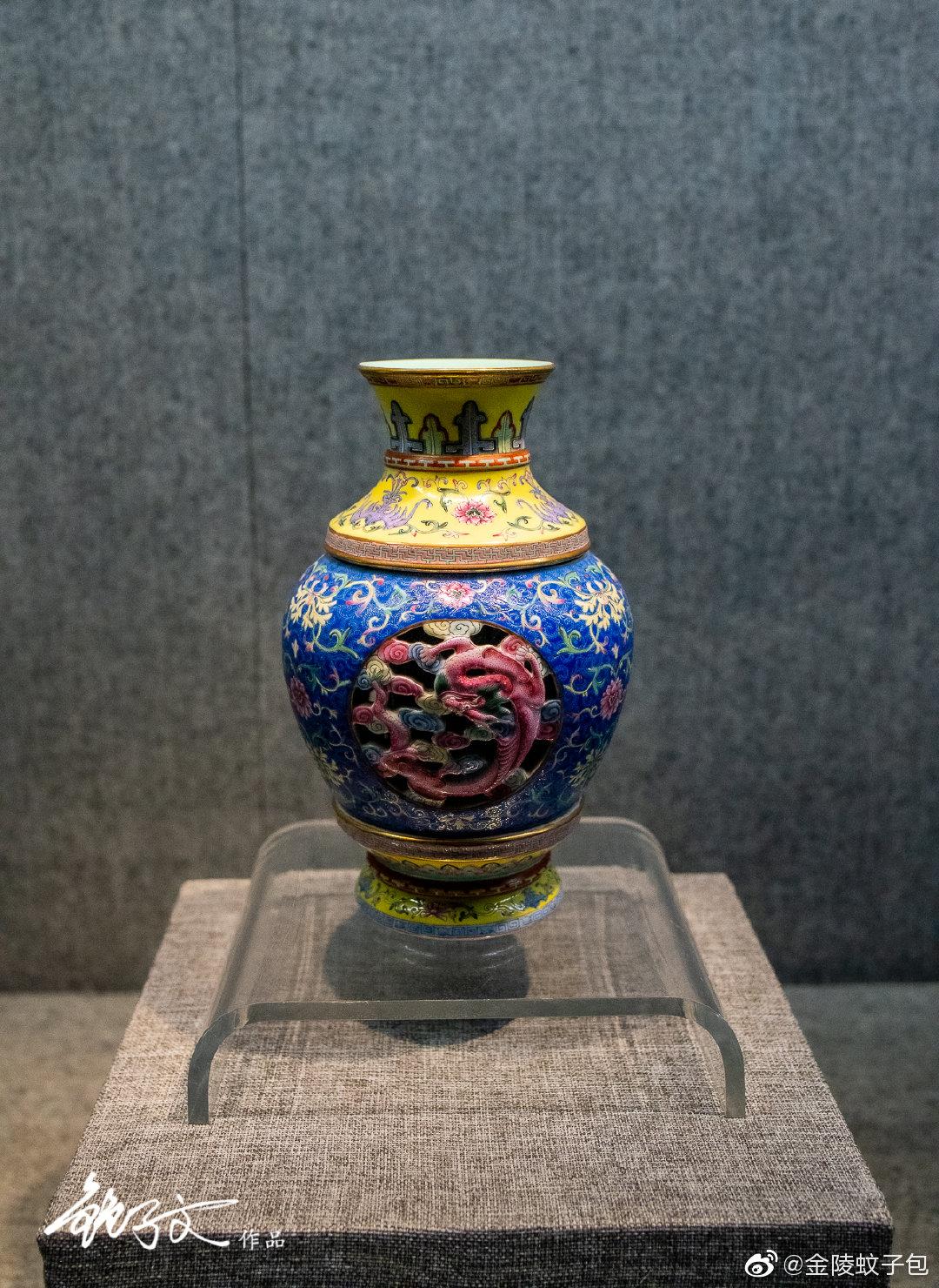 漫步扬州博物馆里,瓷器,一直是文物里最难拍的类别,灯光的反光