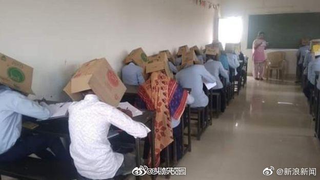 """印度防作弊出""""奇""""招 学生头顶纸盒考试"""