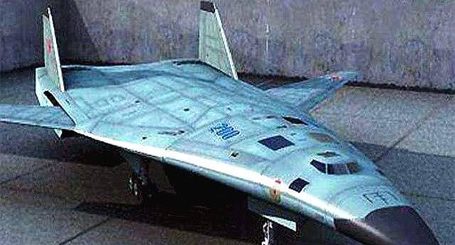 受到关注!俄罗斯宣布新型轰炸机试飞消息,可搭载30吨核导弹!