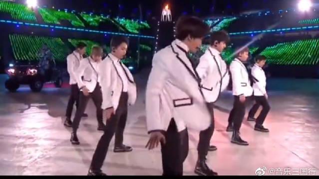 偶像男团EXO,演唱会惊艳瞬间,迷妹们表示快要晕了!