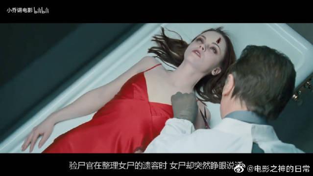 寂静的殡仪馆内,男入殓师在认真工作,屋里突然传来女人的声音
