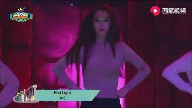这是Fx的巅峰秀场《Red Light》崔雪莉美得发光。