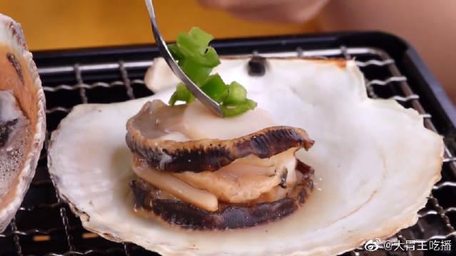 烤贝壳、扇贝、海螺和蛤蜊!小姐姐这一顿吃的真是满足啊