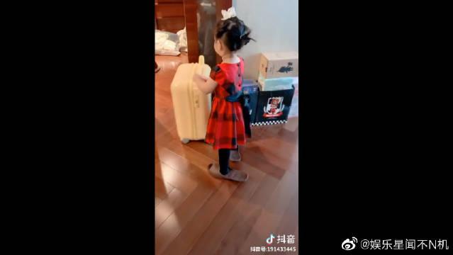 陈赫的大女儿陈安安,小萝莉超级卡哇伊