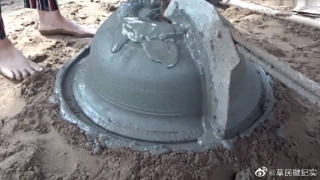 实拍农村里制作水泥花盆,过程有意思,这手艺一天值吗!