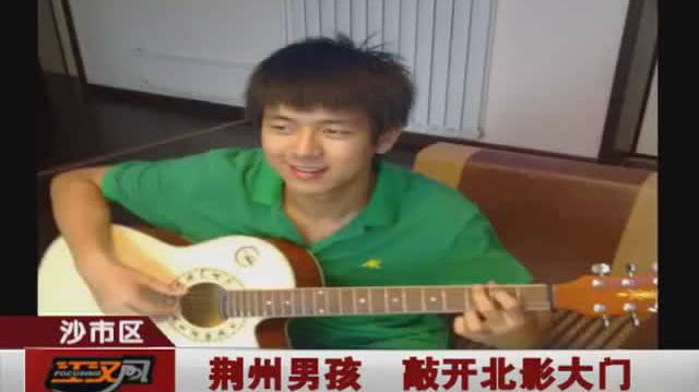 九年前李现当地采访视频,听李现讲解艺考经验,当初还很青涩呢
