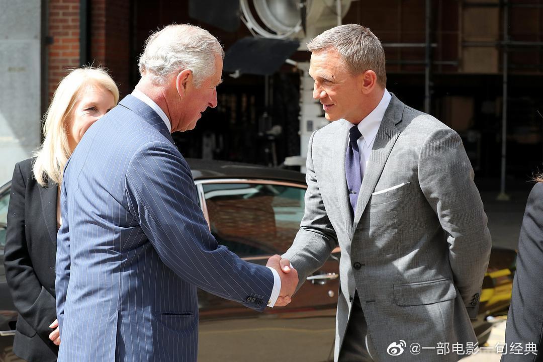 《007:无暇赴死》是系列的第25部,老牌影星丹尼尔·克雷格回归本作