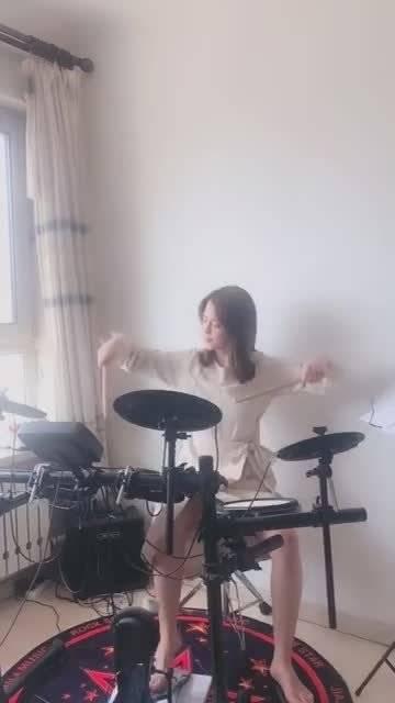 女孩子学敲鼓有前途吗?