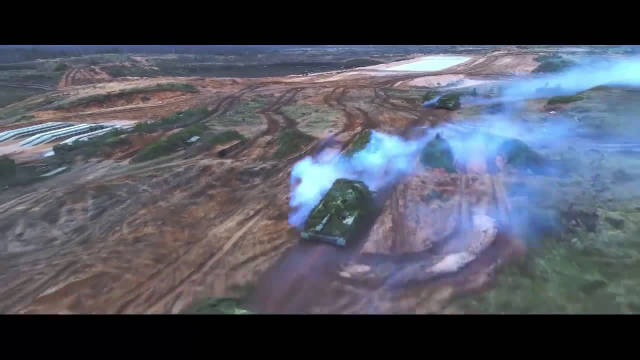 俄罗斯龙卷风多管火箭炮火力打击,无人机实拍弹如雨下