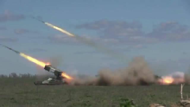 俄罗斯飓风多管火箭炮发射现场 ,雷霆万鈞势不可挡
