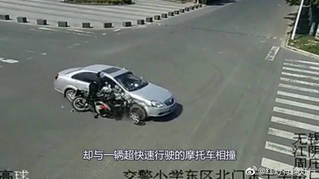 监控拍下惨烈车祸,摩托车都成铁渣了!这是多么可怕啊