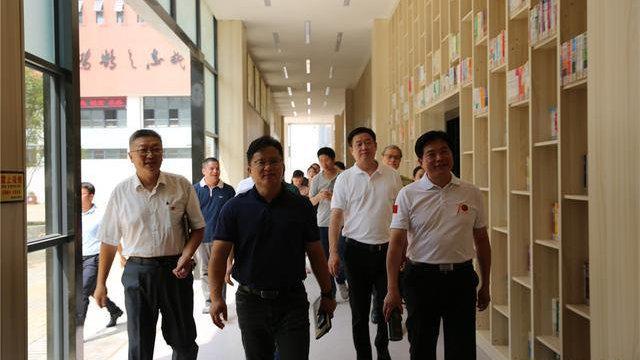 中国禁毒爱心形象大使戴文军走进柳州第三十五中学开展禁毒教育