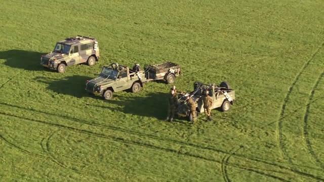 荷兰CH-47D支奴干和欧直AS532美洲狮直升机直升机参与吊带负荷作战训