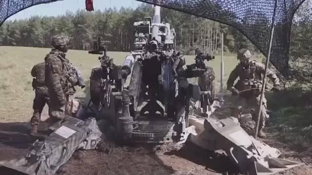 美军高度自动化榴弹炮的测试练习,感觉好像除了打击定点目标