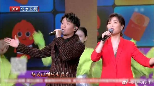 红红火火好热闹!唐嫣、罗晋合体携手凤凰传奇开唱《恭喜您红火》