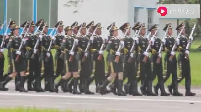 驻香港部队三军仪仗队:三大步伐花式队列表演,队形怎么走都整齐