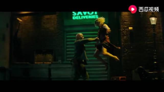 《速度与激情:特别行动》电影片段,谁不想被海蒂的大长腿锁喉?