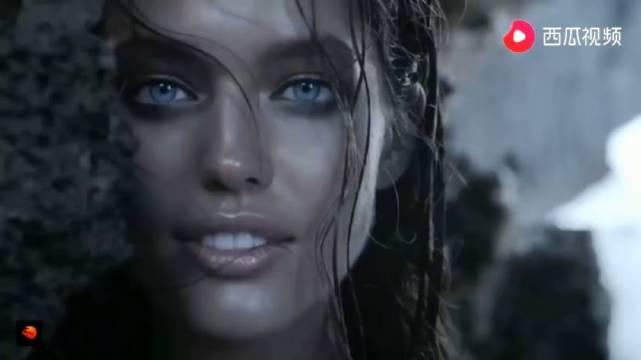 人类的眼睛可以漂亮到什么程度?加勒比海蓝色的眼睛