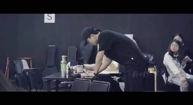 杰哥排练赖声川导演话剧《曾经如是》的一点排练花絮,透露一下