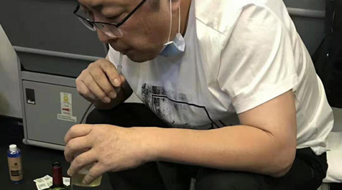 老人飞机上无法排尿膀胱恐破裂