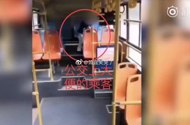 无锡俩女性接连在公交车大便,司机痛斥遭怼