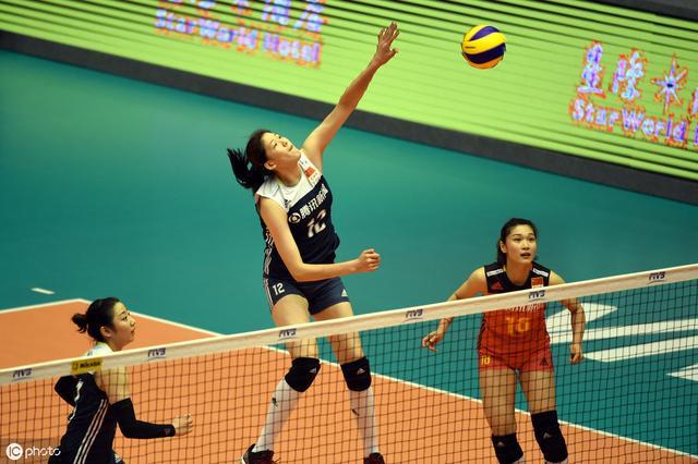 郎平对于中国队现状看得很清晰,坦言中国女排并无夺冠绝对实力
