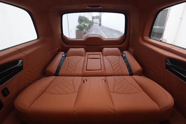 """什么是""""底盘车""""?为什么很多人喜欢买奔驰V260底盘车去改装"""