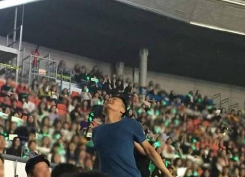 """在GOT7演唱会放飞自我的朴振英""""不让拍照,我跳舞总行了吧"""""""