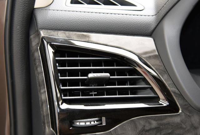 比亚迪s7丰富的线条,没有夸张的设计,给你舒适的驾乘体验