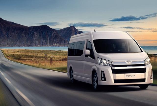 """丰田又一""""商务车""""亮相,车长近6米,配V6发动机,可乘坐17人!"""