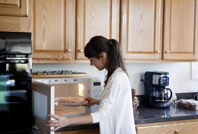 微波炉会造成食物的营养流失,辐射伤害大脑?