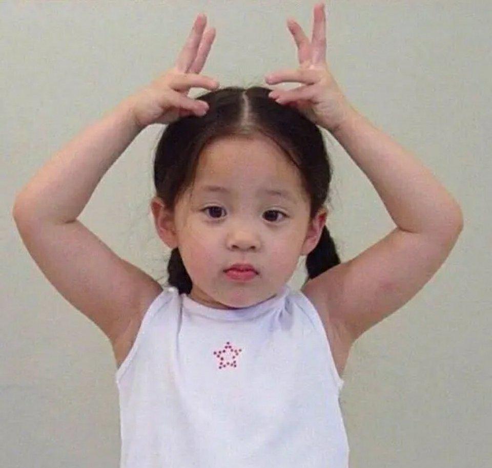 欧阳娜娜小时候真是好甜一个凤梨妹,可可爱爱 想亲亲抱抱图片