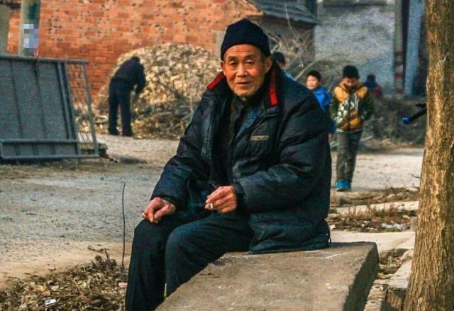 农村户口60到69年的人,正被2件事压得喘不过气,希望没有你