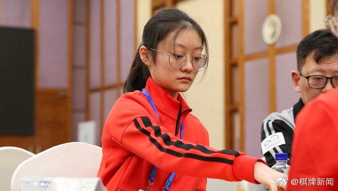 """完胜女子围棋第一人 15岁唐嘉雯""""一盘成名"""""""