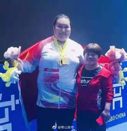 鼓掌!世界女子举重锦标赛  鞍山大力士勇夺三金