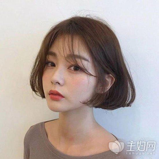 空气刘海短发 一直以来深受女性喜欢的一款短发造型,韩式甜美的空气