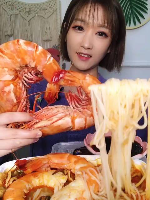 黑虎虾配自热螺蛳粉大胃牙不齐