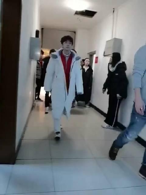 TFBOYS的走路饭在吗?王俊凯王源易烊千玺春晚后台