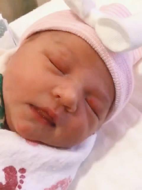 单身妈妈买美国帅哥精子通过试管技术选择性别生的女宝宝自从有了女儿