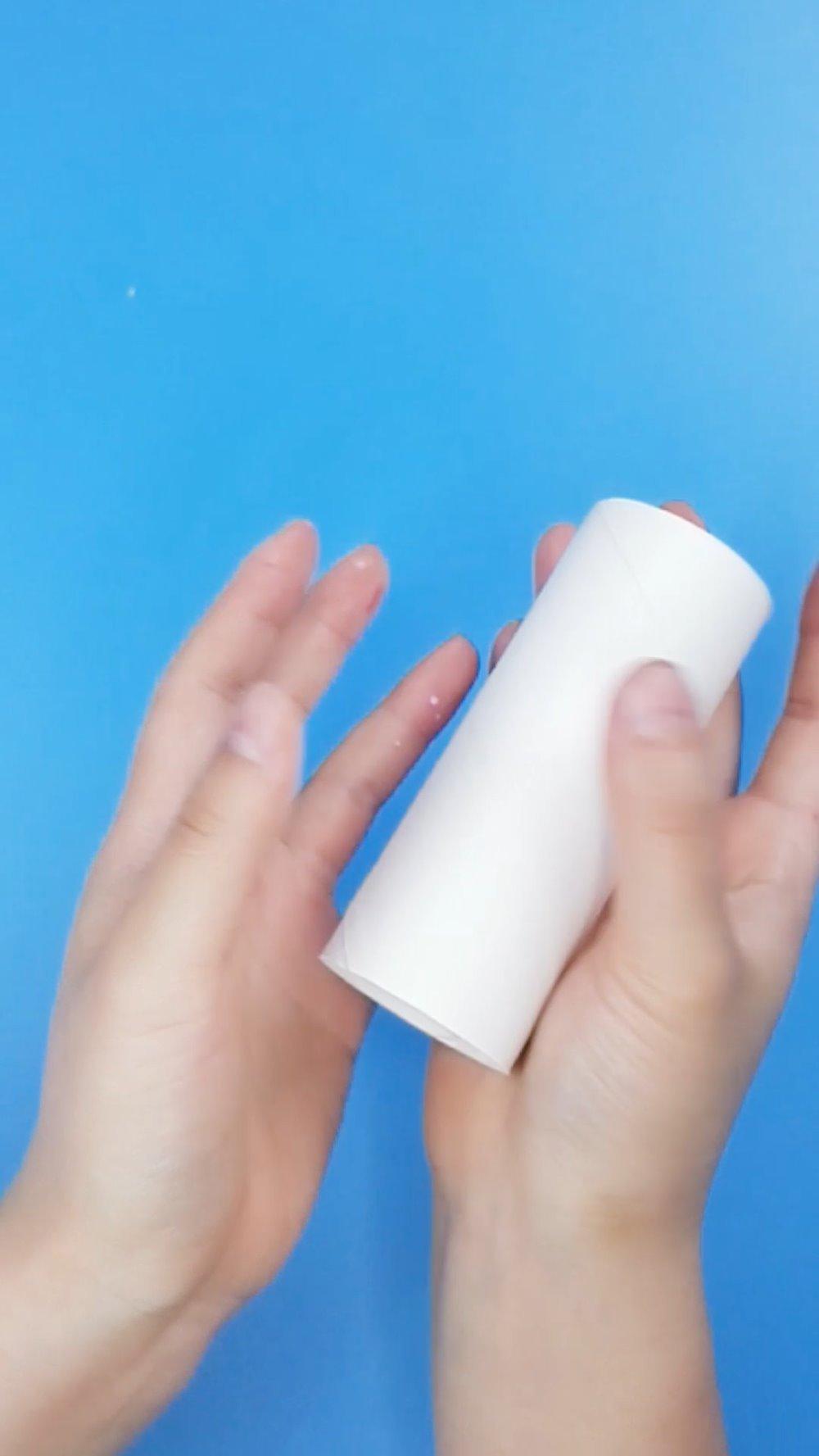 卫生纸筒新玩法,激发3-6岁孩子创造力:玩转纸筒花