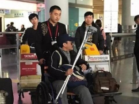 吴京在腿伤伤未痊愈的时候就进组拍摄《攀登者》